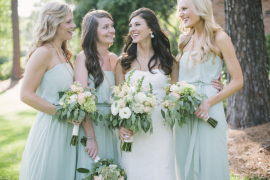 The Comeback of the Classic Wedding: Uniform Bridesmaids | Leslie Hollingsworth Photography on Oh Lovely Day
