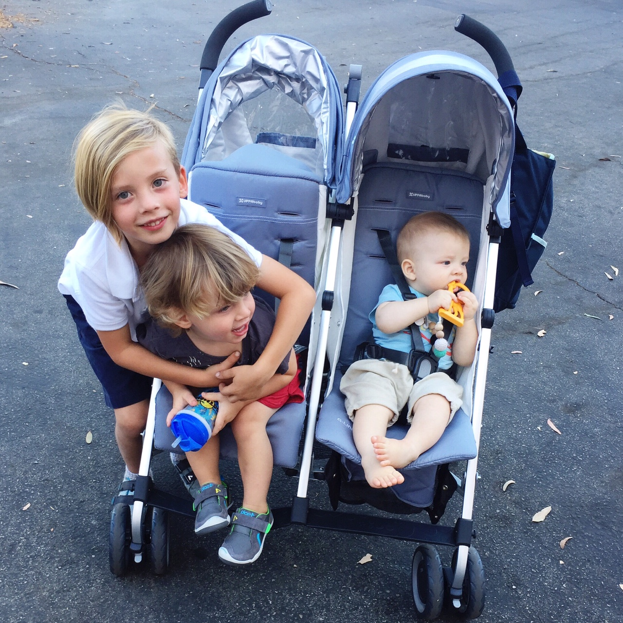uppababy g-link double stroller and three kids