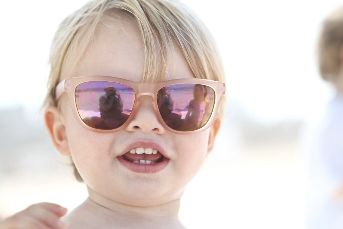 Family photoshoot inspiration: beach photos, great ideas for family of five photos, and outfit coordination for the whole family.